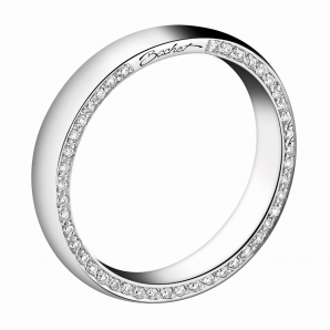 Women's wedding ring Subtile white and black diamonds